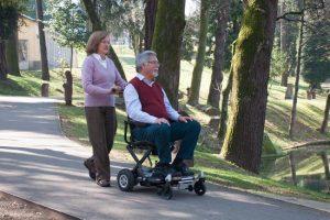 silla de ruedas electrica cuidador